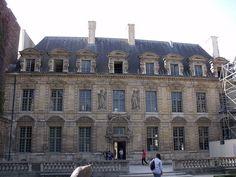 Hôtel de Sully Place des Vosges Paris.jpg