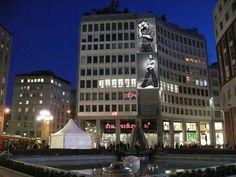 Affissioni Pubblicitarie Milano, Affissioni Luminose Milano, Affiissioni Pubblicitarie Luminose Piazza San Babila Milano - Trusssardi
