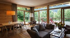 ALPENLOFT Rosa Kind, Places To Go, Hotels, Shops, Windows, Curtains, Studio, Interior, Holiday
