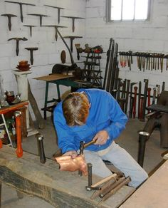 Modern Crafts, Arts And Crafts, Metal Workshop, Metal Tools, Traditional, Tools, Copper, Art And Craft, Art Crafts