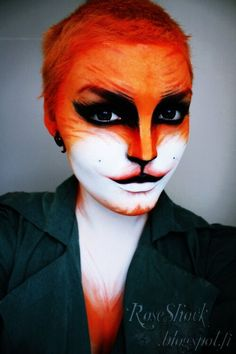 20 Fox Halloween Makeup Ideas for Women - Flawssy Halloween Fotos, Fox Halloween, Halloween Face Makeup, Fox Makeup, Animal Makeup, Tiger Makeup, Maquillage Halloween Clown, Theatrical Makeup, Theatre Makeup