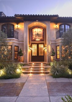 Beverly Hills Italian Style Estate ItalianteTuscan Mediterranean Transitional Entryway Front Facade Porch by Fernando Diaz & Associates Style At Home, Italian Style Home, Beverly Hills Mansion, Italian Interior Design, Modern Mansion, Tuscan House, Hotel Decor, House On A Hill, House Goals
