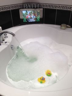 Thanks to Gill Lumsden for this submission. Her JA #travelducks are taking a bath in Aberdeen, Scotland. Do you have a picture of our JA ducks? Share it with us! You can also share your ducks via Twitter @jaresorts - if you do, use the hashtag #travelduck.