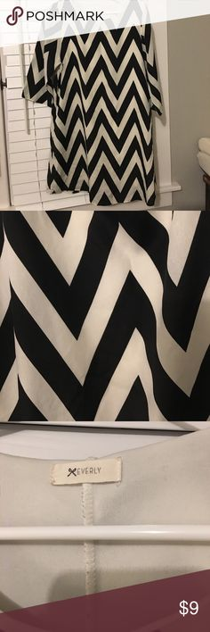 Cute black and white chevron dress Cute black and white chevron dress- lose fitting and flattering. Size Large. Smoke free home. Everly Dresses Midi
