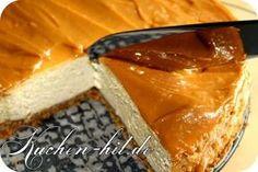 Rezept für einen Bananenkuchen mit Quark und selbst gemachten Karamell, der dazu ohne Boden zubereitet wird. Kuchen Rezept mit Bild.