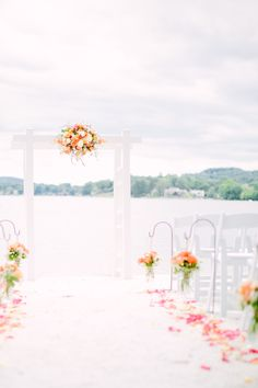 Photography : Love And Light Photographs   Wedding Venue : Lake Mohawk Country Club Read More on SMP: http://www.stylemepretty.com/2014/11/10/summer-new-jersey-lakeside-wedding/