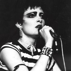 """Lot of 9-1/"""" SIOUXSIE and the BANSHEES  buttons pinback punk pins NEW WAVE GOTH"""