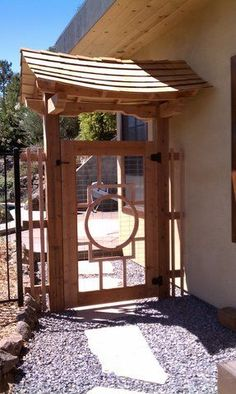 Japanese garden gate - minus the roof ! Japanese Garden Style, Japanese Gate, Asian Garden, Chinese Garden, Japanese House, Japanese Gardens, Garden Doors, Garden Gate, Trellis Fence