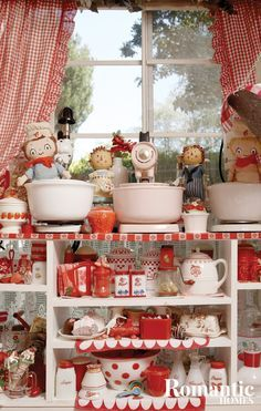7 Tips for Organizing Vintage Kitchen Collectibles - Romantic Homes