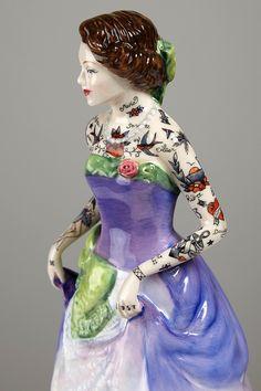 Artista cria delicadas bonecas de porcelana tatuadas | Marte é para os Fracos