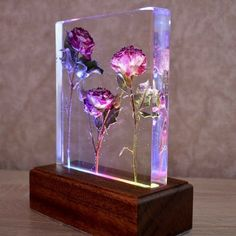 Sapele wood and resin. Natural wood and flowers. Sapele wood and resin. Diy Resin Lamp, Epoxy Resin Art, Diy Resin Crafts, Wood Resin, Diy And Crafts, Lampe Tactile, Unique Night Lights, Touch Lamp, Resin Flowers