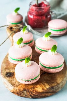 Strawberry Mint Macarons filled with strawberry jam and mint buttercream Macaron Filling, Macaron Flavors, Easy Desserts, Delicious Desserts, Dessert Recipes, Gourmet Desserts, Pastry Chef Jobs, Classic French Dishes, Homemade Strawberry Jam