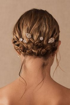These delicate crystal pins are perfect to scatter throughout your hair for a touch of sparkle. Bohemian Hair Accessories, Bride Accessories, Wedding Hair Accessories, Bob Hairstyles For Fine Hair, Easy Hairstyles, Wedding Hairstyles, Hairstyles Videos, Casual Hairstyles, Fringe Hairstyles