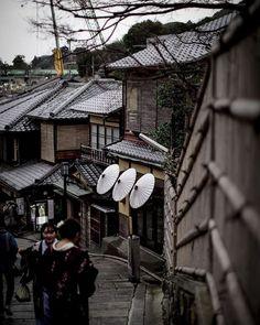 Old and new past and future living together in every corner of Kyoto streets. . . . . . #nabateaconceptstore #nabateawanderings #nabateawanderings #gooutandshoot #straightfacade #stayandwander #optoutside #liveauthentic #lifeofadventure #exploretocreate #iamatraveler #finditliveit #winterwonderlens #adventurethatislife #travelandlife #exploringtheglobe #globe_travel #cooljapan #ig_japan #team_jp_ #team_jp #jp_gallery #wu_japan #unknownjapan #nakasendo #nakasendotrail #tsumago #magome #japan