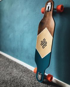 Skateboard Deck Art, Skateboard Parts, Skateboard Design, Longboard Design, Longboard Decks, Art Football, Long Skateboards, Cruiser Boards, Snowboard Girl