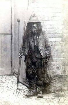 A night soil man who used to take away human waste to be used in fertilizer, Dunston, Lincolnshire, England, 1872 Super grossness ! Antique Photos, Vintage Pictures, Vintage Photographs, Old Pictures, Victorian Life, Victorian London, Photos Du, Old Photos, London History