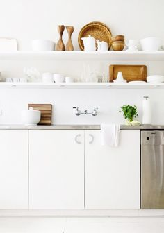 Stark white kitchen with open shelving // kitchen decorating tips