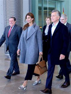 Juliana Awada llegó a España con un look chic y casual