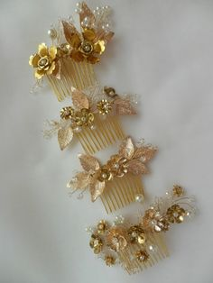 This gold leaf bridal head comb combines the beauty of vintage styling with…