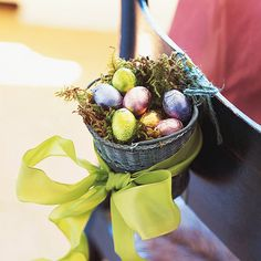 We love this charming Easter Candy Basket! How to: http://www.bhg.com/holidays/easter/decorating/quick-and-easy-easter-decorations/#page=19