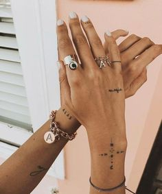9 super cool tattoo trends that were so popular in 2019 Ecemella - tattoo, tattoo ideas, tat . - 9 super cool tattoo trends that were so popular in 2019 Ecemella – Tattoo, Tattoo Ideas, Tattoo S - Small Girl Tattoos, Cute Small Tattoos, Little Tattoos, Great Tattoos, Tattoos For Women Small, Awesome Tattoos, Tiny Finger Tattoos, Tattoo Finger, Dainty Tattoos