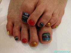 Foot nail you in one color painted colorful to each finger