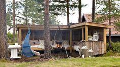 http://www.klikk.no/bolig/hytteliv/selvbygget-utesofa-med-tak-1670050.ece
