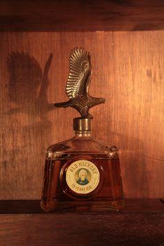 Old Hickory Lindo Bourbon americano com tampa figurativa de aguia