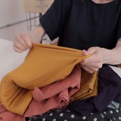 Learn to Sew! 7 free video lessons Learn to sew for free! In these 7 video lessons, Meg will walk you through the fundamentals that yo Sewing Lessons, Sewing Class, Sewing Basics, Sewing Hacks, Sewing Tutorials, Sewing Patterns, Sewing Tips, Sewing Projects For Beginners, Knitting For Beginners