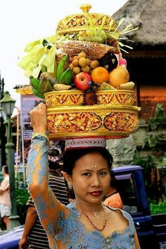 Carrying fruits-a-plenty in Bali, Indonesia We Are The World, People Around The World, Wonders Of The World, Around The Worlds, Bali Lombok, Laos, Nepal, Beautiful World, Beautiful People