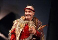 """Le comédien Michel Bouquet interprète le Roi dans la pièce d'Eugene Ionesco """"Le Roi se meur..."""