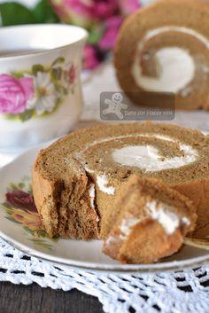 Mocha Roll Cake Recipe, Cake Roll Recipes, Delicious Cake Recipes, Yummy Cakes, Tiramisu Swiss Roll Recipe, Delicious Food, Easy Desserts, Dessert Recipes, Italian Desserts