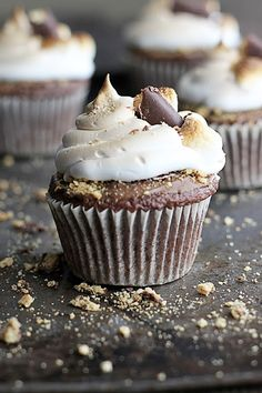 Deluxe S'mores Cupcakes Recipe - Cupcake Daily Blog - Best Cupcake Recipes .. one happy bite at a time! Chocolate cupcake recipes, cupcakes