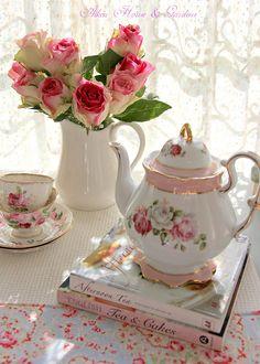 Aiken House & Gardens: Soft and Pretty Tea Time