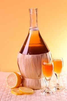 Aptekarskie nalewki Wine Decanter, Smoothies, Barware, Vogue, Drinks, Bottle, Blog, Recipes, Smoothie