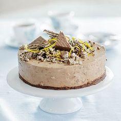 Tämä juustokakku vie kielen mennessään! Cheesecake Recipes, Dessert Recipes, Desserts, Finnish Recipes, Buzzfeed Tasty, Good Food, Yummy Food, Yummy Eats, No Bake Cake