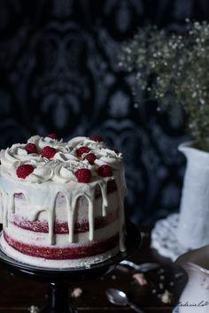 A little piece of heaven: Red Velvet Layer Cake - Red Velvet Cake Red Velvet Cake Decoration, Red Birthday Cakes, Nake Cake, White Velvet Cakes, Red Velvet Cheesecake, Cupcake Cakes, Cupcakes, Valentine Cake, Dream Cake