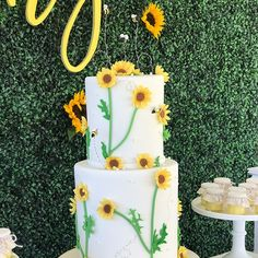 inspired birthday party for princess ANDREA❤️🎀 Sunflower Party, Shower Designs, Cake Table, Event Styling, Event Decor, Sunflowers, Event Design, Babyshower, Cake Decorating