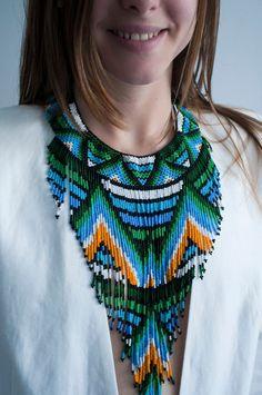 Hecho a mano Thread Jewellery, Jewelry, Textiles, Crochet Top, Pendants, Pendant Necklace, Etsy, Beading, Beaded Necklaces