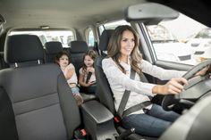 Estos son 6 artículos que toda mamá moderna debe traer en su auto y que a veces olvidamos - Vix