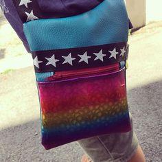 TAC sur Instagram: Quand ton fils de 5 ans veut un sac, il choisit lui même les couleurs 😅 Modèle Be -Bop de @patrons_sacotin Simili arc en ciel de…