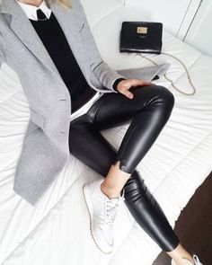 To answer your question my coat dates from last winter but it is totally similar to the masculine model of Zara Lamey which you … Mode Outfits, Casual Outfits, Fashion Outfits, Blazer Outfits, Fashion Tips, Fashion Trends, Fall Winter Outfits, Winter Fashion, Zara Models