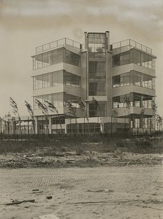 J.Duiker, A.M. Bijvoet, Open-air school for the healthy child, Amsterdam, 1927-1928.  Photo by NAI Collection. LEPP d28-3