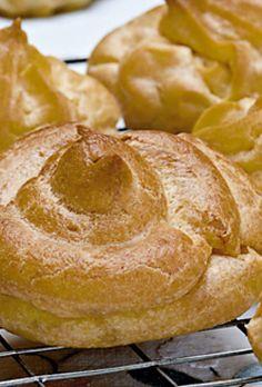 Vandbakkelser - grunddej til hjemmelavede | SØNDAG Pudding Desserts, Mini Desserts, Cooking Cookies, Cook N, Danishes, Eclairs, Churros, Let Them Eat Cake, Sweets