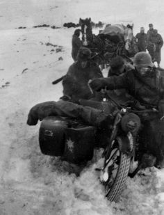 1941 Troops mountains (Gebirgsjäger) snow with their sidecar.