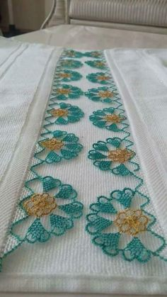 Yeşil iğne oyası harika... Crochet Trim, Filet Crochet, Crochet Designs, Crochet Patterns, Crochet Needles, Lace Making, Beautiful Crochet, Cross Stitch Embroidery, Tatting