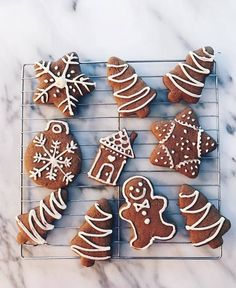 : good night my snowflakes ❄️ Tonight I will post a video for Halloween. I can't believe it's already Halloween 🎃. Christmas Treats, Christmas Cookies, Christmas And New Year, Gingerbread Cookies, Winter Wonderland, Snowflakes, Candy, Sweet, Desserts