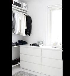 Walk-in-Closet on a low budget Dressing dans un esprit minimaliste Related posts: DIY Open Concept Schrank – Alicia Fashionista – … Mein neuer begehbarer Kleiderschrank! dresses in your closet Built out closet – Wardrobe Closet, Closet Bedroom, Closet Space, Home Bedroom, Build Wardrobe, Walk In Closet Ikea, Ikea Open Wardrobe, Bedroom Ideas, Tiny Closet
