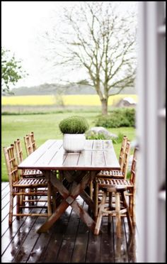 Dining on The Deck | Content in a Cottage