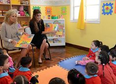 """En el Centro de Infancia """"Chispitas"""" con la Segunda Dama de los Estados Unidos @drbiden."""